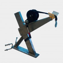 Крепеж лебедки лодочный штатный МЗСА с носовым упором и лебедкой 1E
