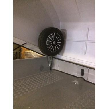 Крепление запасного колеса Сталкер внутри